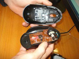 Rozobraná PC myš