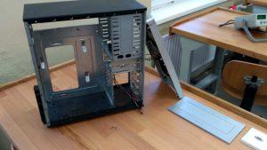 Príprava skrinky PC pre jej skompletizovanie